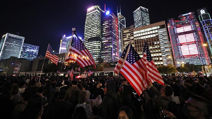 2019年11月28日,部分港人聚集在中环爱丁堡广场,参与《香港人权与民主法案》感恩节集会,感谢美国总统特朗普签署该法案。(美联社)