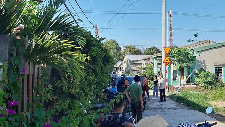 越南警方检查奠盘市社居民区。(时代报网)