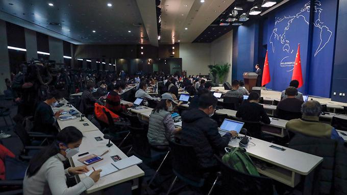 中国外交部上周在北京举行新闻发布会,至少十三名美国记者将被驱逐出中国。(美联社)