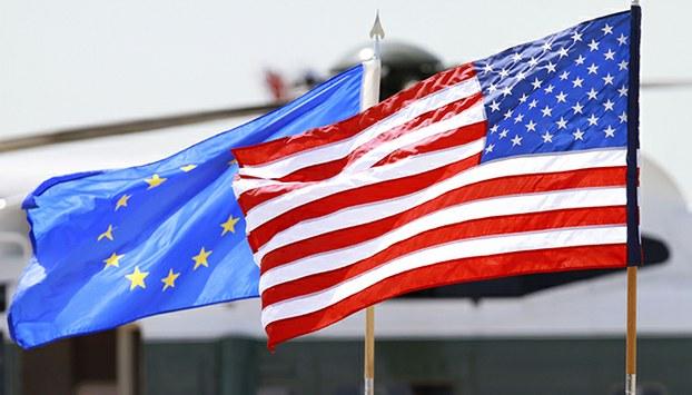美国与欧盟旗帜(美联社)