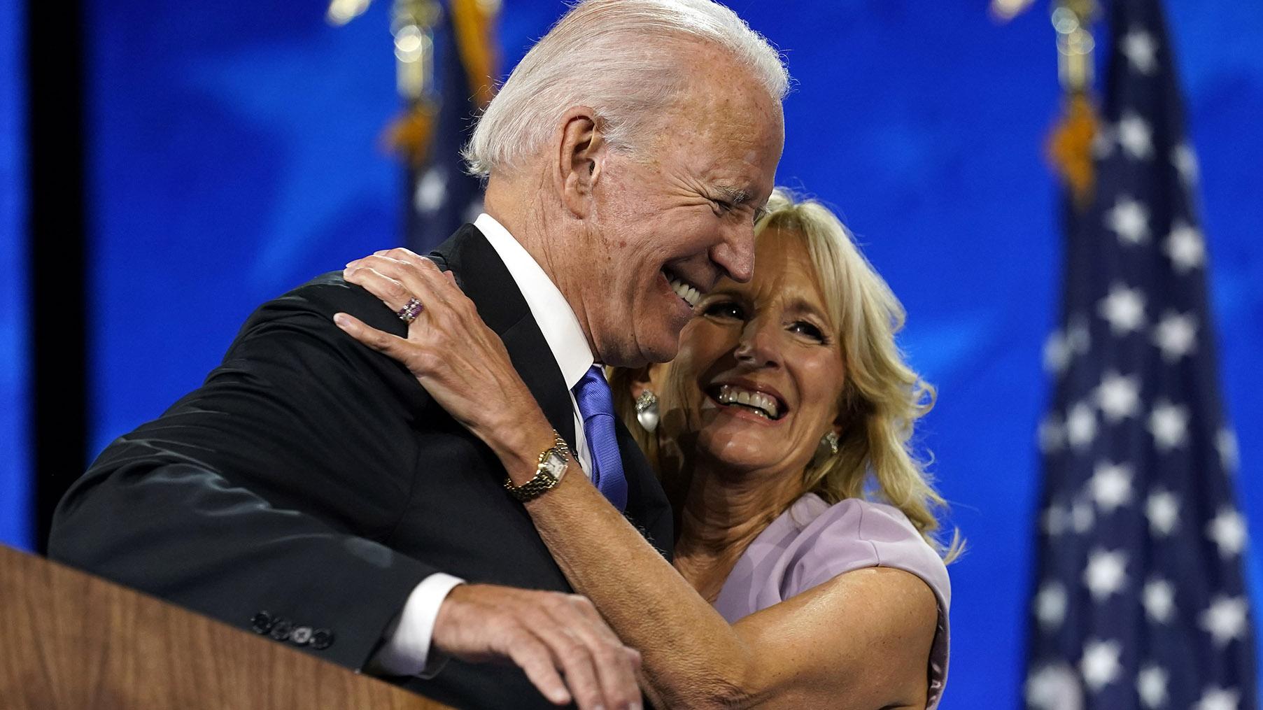 2020民主党全国代表大会(Democratic National Convention, DNC)上,前副总统拜登接受提名、正式成为民主党总统候选人,将挑战现任总统特朗普。(美联社)