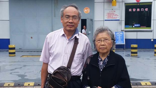 中国维权律师刘正清(左)(Public Domain)