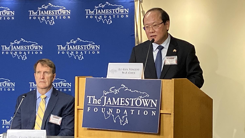 中华民国国安局副局长、现役陆军中将陈文凡在研讨会上做主题发言(记者王允摄影)