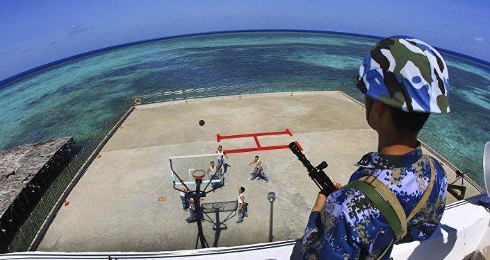 中国在南海海域的人工岛上建设民用和军事设施。(AP)