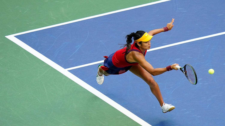 英国18岁的艾玛拉杜卡努(Emma Raducanu)在美国网球公开赛的女子单人决赛中夺冠。(美联社)