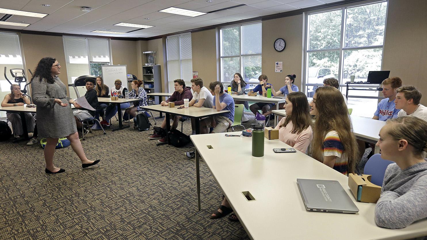一些美国的中学生在上AP历史课程。(美联社)