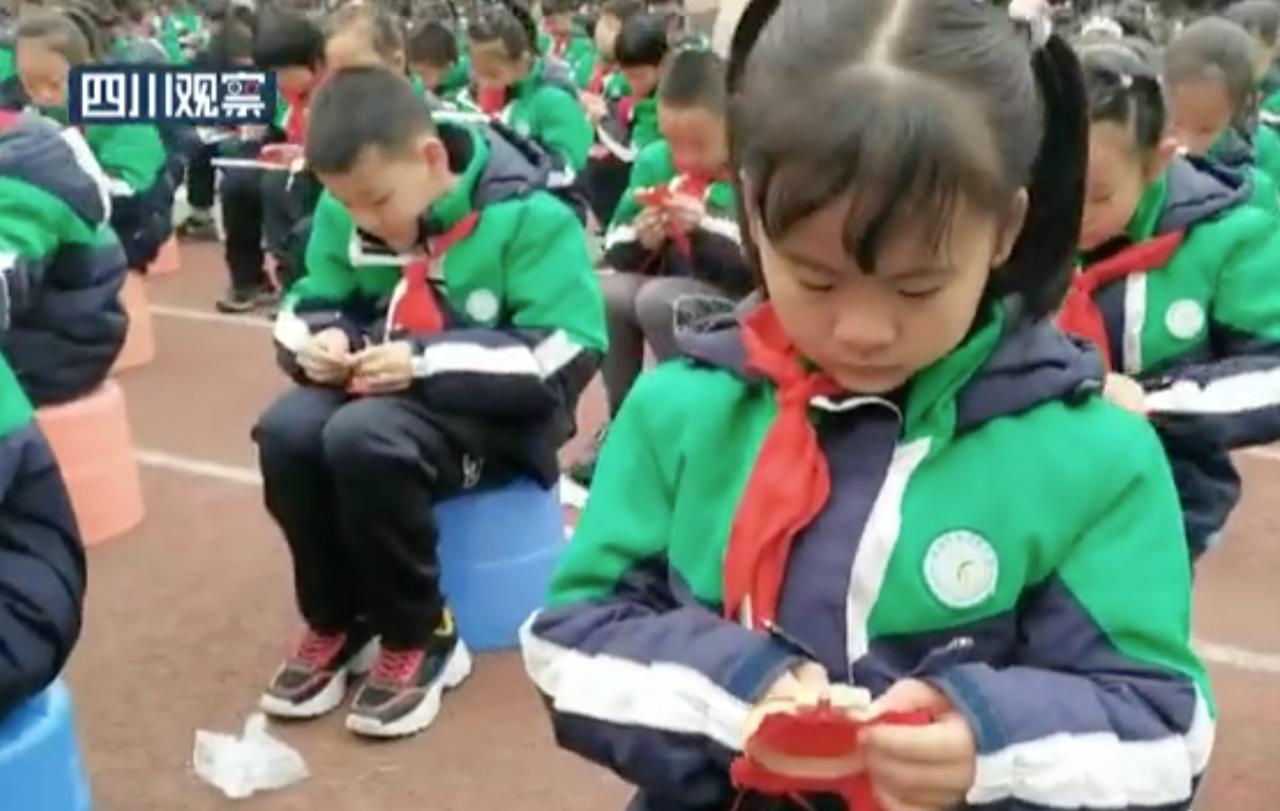 中共建党一百年,各地小学开学安排学党史、上党课、传承红色基因、爱党爱国思想。(四川电视台截图)(photo:RFA)