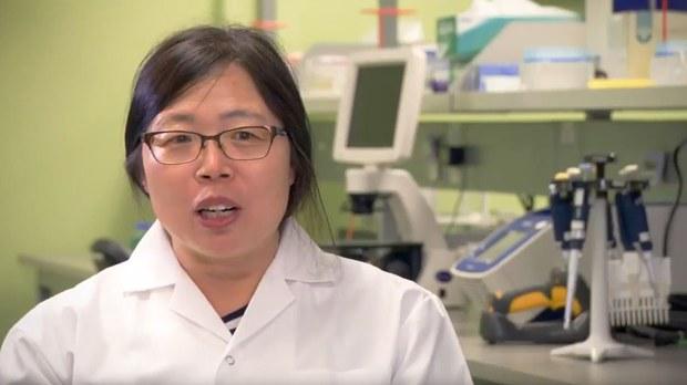 曾與中國解放軍將領陳薇對埃博拉病毒進行研究的加拿大華裔科學家邱香果(視頻截圖)