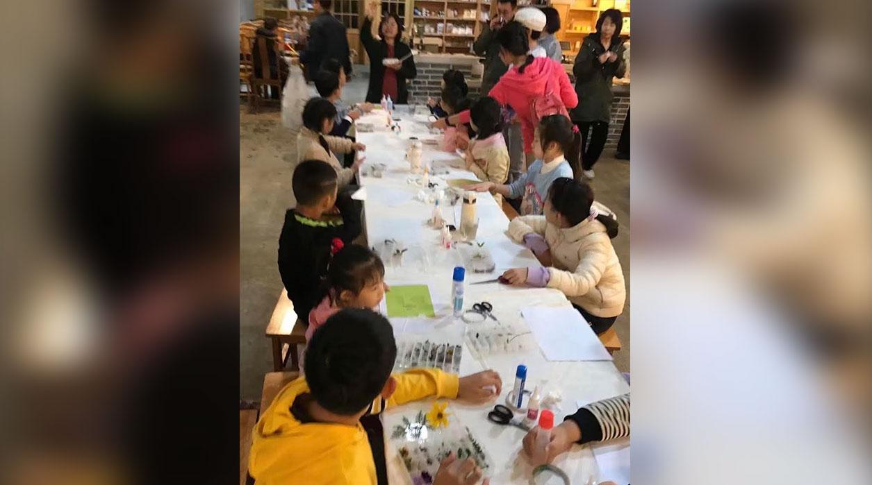 """中国""""严打""""校外培训机构,导致地下教培费用飙升10倍。(志愿者提供/记者乔龙)"""