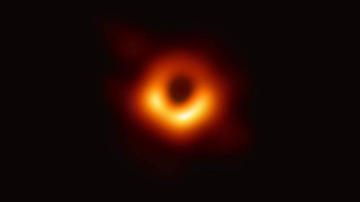 天文望远镜观测到的黑洞图像(美国国家科学基金会提供)