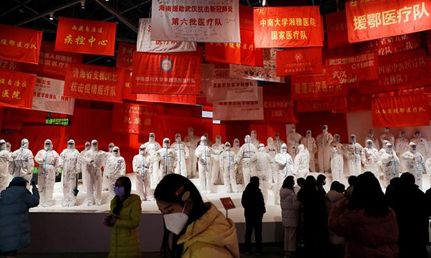 武汉最近举办的纪念该市一年前抗击新冠疫情的一场展览(路透社)