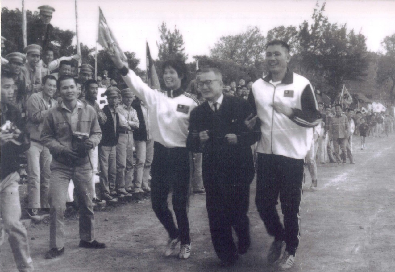 紀政曾在1968年墨西哥奧運爲臺灣拿下田徑女子80公尺跨欄銅牌,成爲史上首位華人女性奧運田徑銅牌得主。(紀政臉書)
