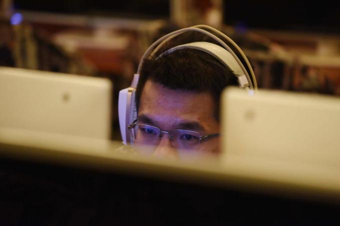 """多年来,中国一直通过一个名为""""防火长城""""(Great Firewall)的互联网过滤器系统管控网络。(法新社图片)"""