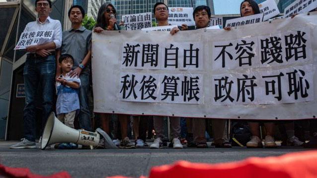 资料图片:香港泛民主派团体声援《金融时报》驻港记者马凯。(AFP)