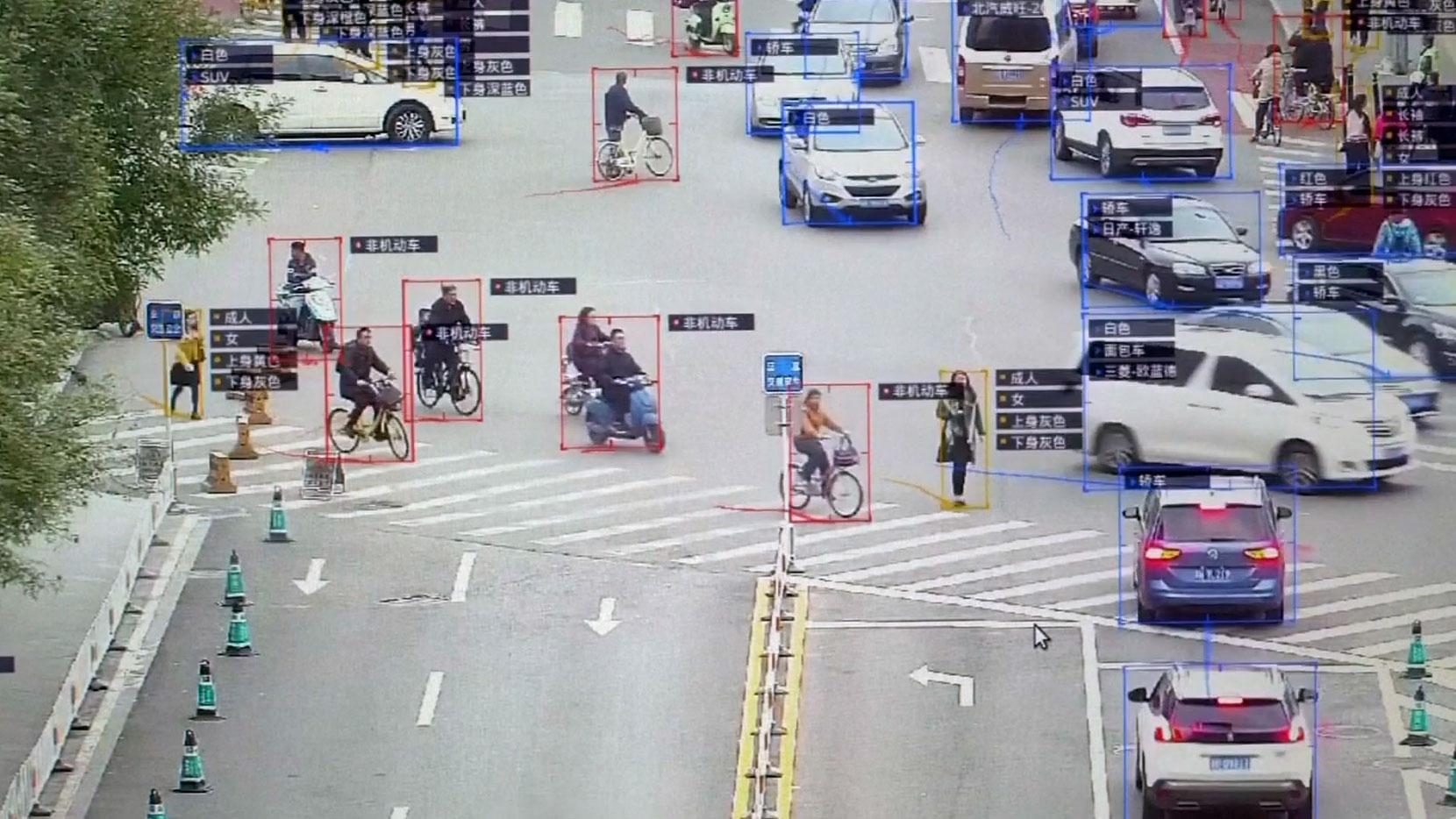 中国已有两千万多个拥有监控功能的摄像镜头,并具备对人的检测识别功能。(视频截图/法新社)