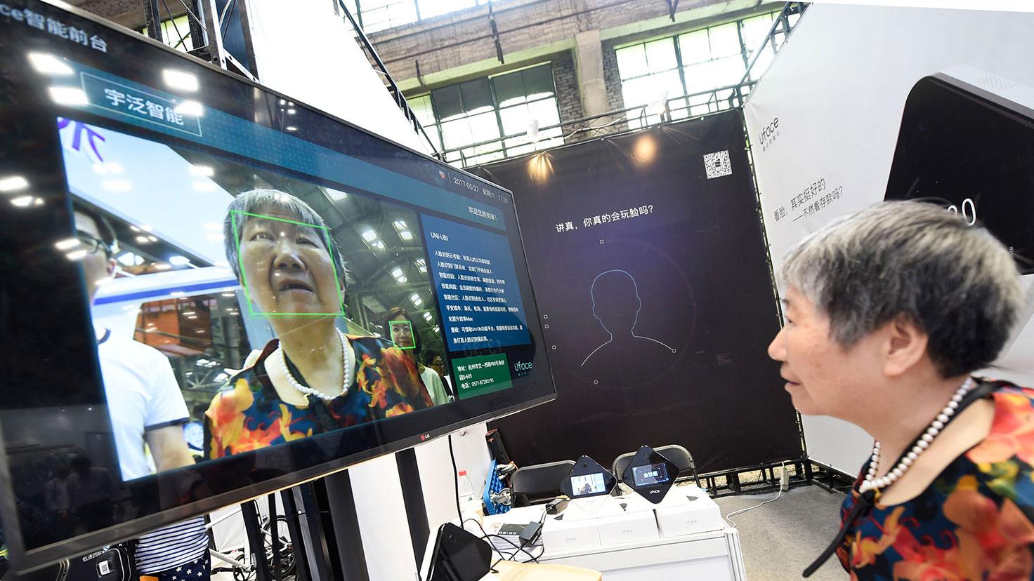 中国不少人对政府启用新手机入网引入人脸识新规定感到恐惧。(资料图/法新社)