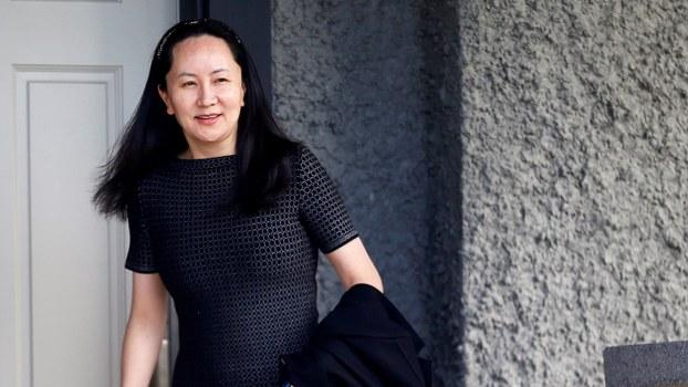 资料图片:2019年5月8日,中国华为公司首席财务官孟晚舟离开她在加拿大温哥华的住宅。(路透社)