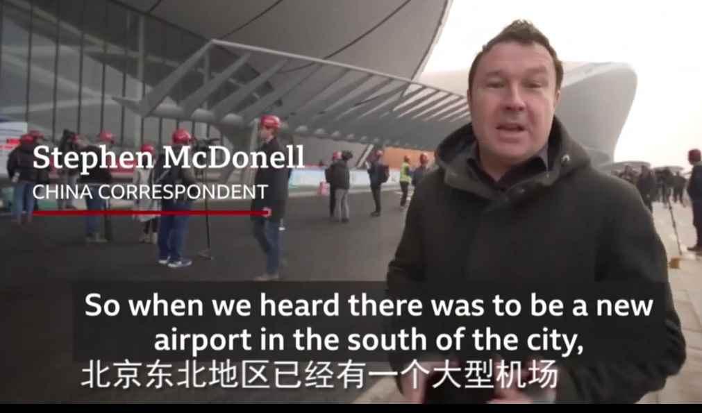 英国广播公司记者斯蒂芬•麦克唐纳在报道新闻。(视频截图)