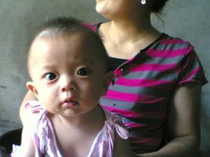 图片: 因毒奶粉而死亡的孩童。 (赵连海提供/记者心语)
