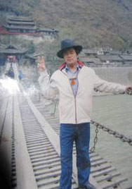 图片: 2012年11月26日在四川甘孜州色达县自焚后生死不明的26岁藏人旺杰。(四川色达县境内藏人提供)