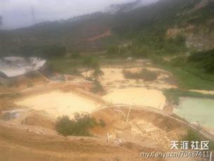 图片: 稀土开采流出的毒水。 (天涯社区/中国茉莉花革命网站)