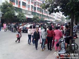 图片:海门镇居民示威(新浪微博)