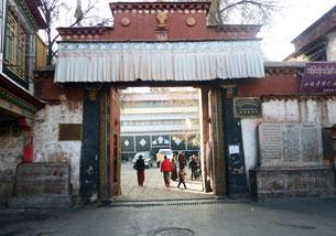 图片:3月1日起,当局禁止外国人到拉萨旅游,当地游客稀少。图为拉萨小昭寺。(张先生提供)