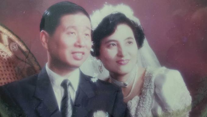 刘沛恩的父母刘偶清、闫丽方年轻时的照片。刘偶清在武汉一家医院做常规检查时感染新冠病毒,不久后去世。(刘沛恩提供)