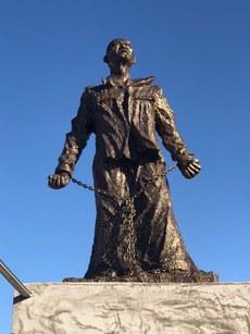 美国自由雕塑公园的李旺阳雕像(陈莅摄影).jpg