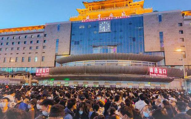 今年五一北京西站大面积晚点造成混乱(网络图片)