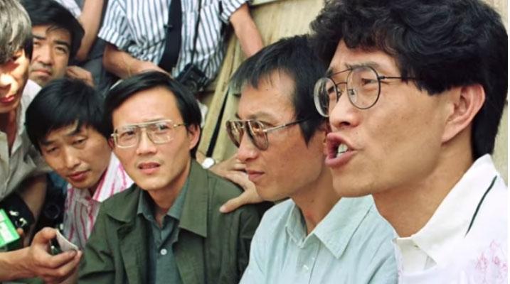 1989年刘晓波在天安门广场与学生并肩而战。 (视频截图/youtube/The last words of Liu Xiaobo)