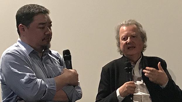 六四学运领导人吾尔开希(左)和法国导演哈斯基与观众谈有关刘晓波的纪录片(记者蔡凌提供)