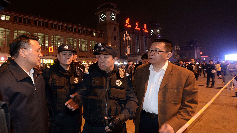 """2018年出任司法部部长之前,傅政华(中)长期在公安部任职。2015年""""709大抓捕""""发生之际,他任职公安部副部长,被外界视为始作俑者。(法新社资料图片)"""