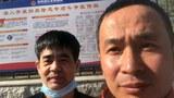 維權律師謝燕益(右)和馬衛(左)到吉林四平調查郭洪偉事件。