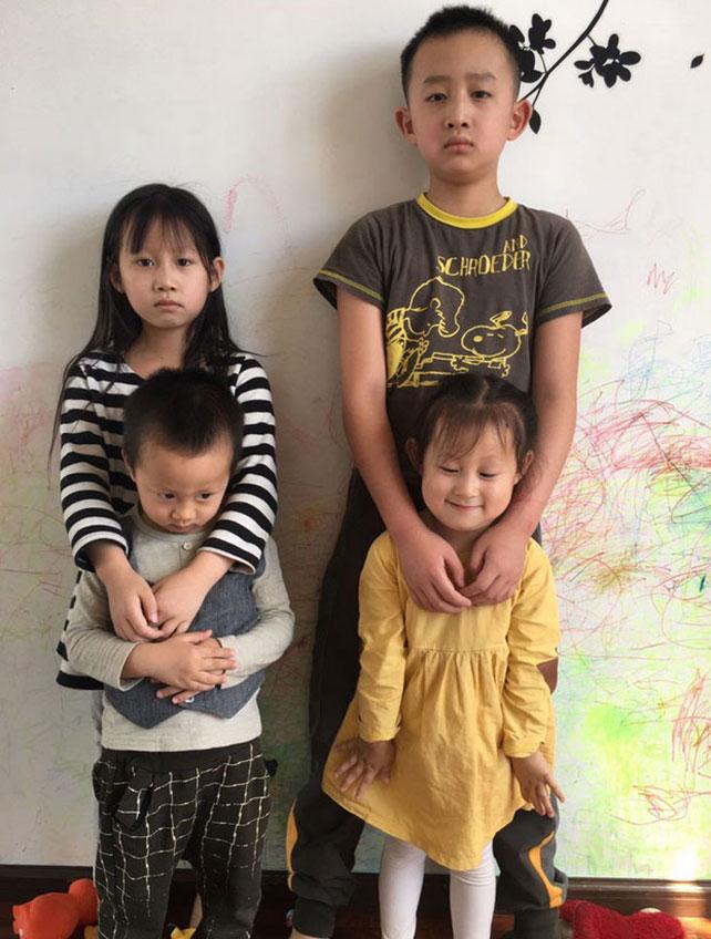 王藏王丽相继下落不明,两人四名年幼子女乏人照顾。(王丽推特,拍摄日期不详)