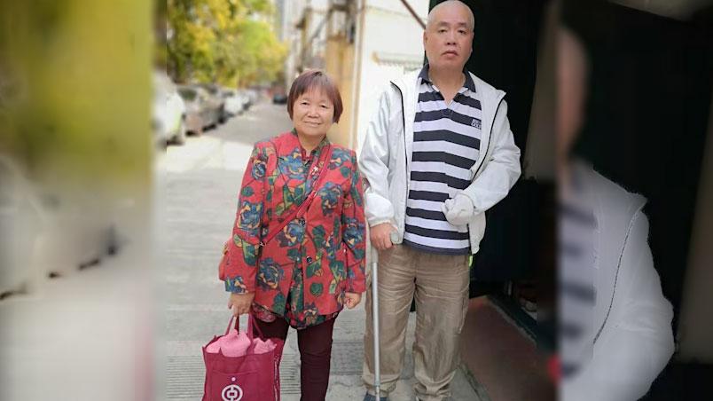 年过70的残疾维权人士王扣玛(右)是上海当局重点监控对象。(王扣玛独家提供,拍摄日期不详)