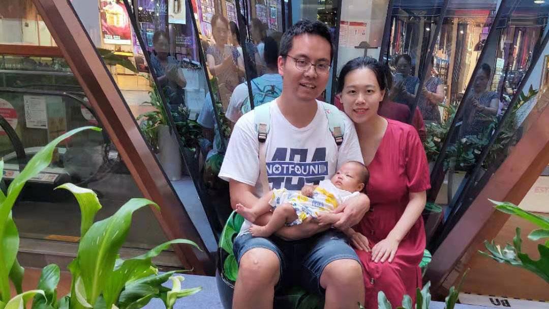 前媒体人张贾龙被刑拘使他的家属陷入困境。(张贾龙妻子独家提供,拍摄日期不详)