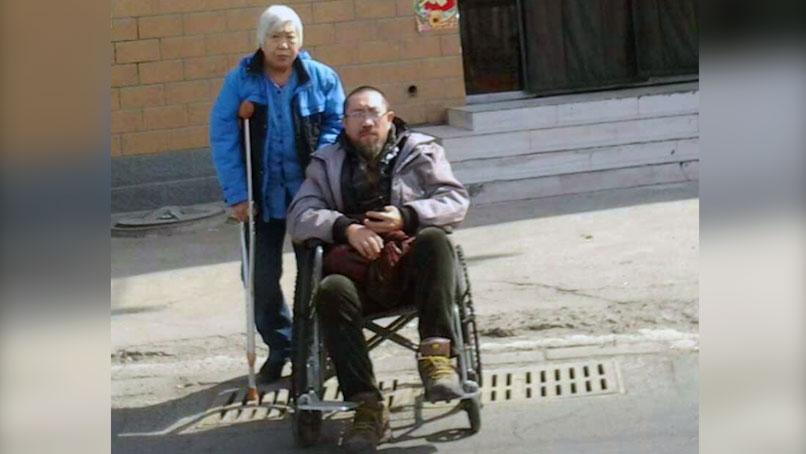 吉林访民郭宏伟(右)和母亲肖蕴苓(左)3年前被裁定寻衅滋事和敲诈勒索罪成,其后被分别判处13年及6年有期徒刑。 (郭宏英独家提供,拍摄日期不详)