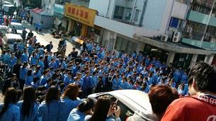 图片:最近三天,深圳德资骏马精密工业公司千人连续罢工。(网路图片)
