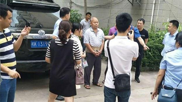 广西人权律师陈家鸿(中)4月29日被警察抓捕 (覃永沛律师提供)
