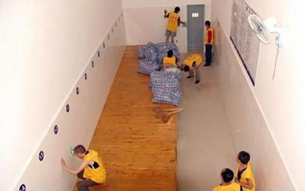 中国一看守所为被羁押者设置的通铺(网络图片)