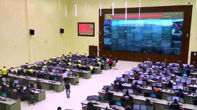 中资企业承建的厄瓜多尔应急指挥中心(ECU-911监控系统)。(视频截图/路透社)