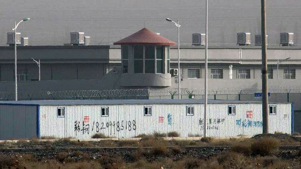 资料图片:中国新疆的一所再教育营(美联社)