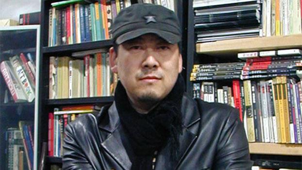 北京宋庄的艺术家原国镭。(图源:百度百科)