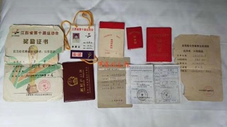 刘桂金的所有证书。(当事人提供/记者乔龙)