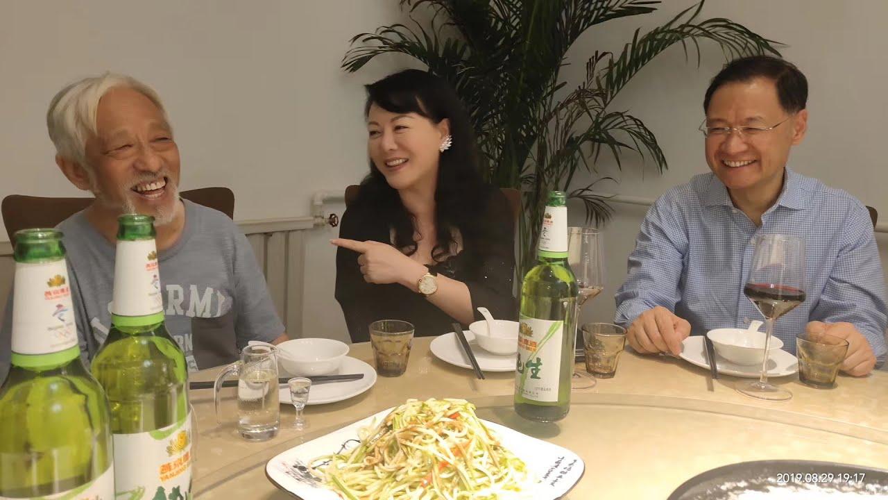 资料图片:耿潇男与友人许章润(右)等。(推特图片)