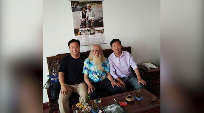 左起:郭泉与友人林大刚、付涛合照。(志愿者提供/记者乔龙)