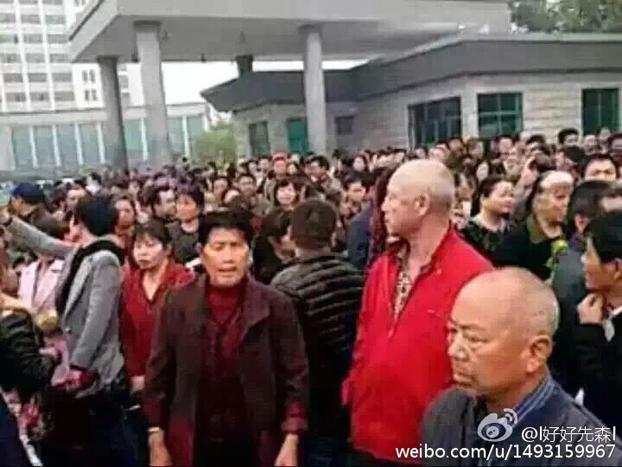 湖南益阳千人围堵冲击县政府  抵制垃圾焚烧项目