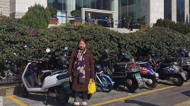 法庭以视频开庭,徐昆妻子李兰珍到法院旁听。(志愿者提供/记者乔龙)(photo:RFA)