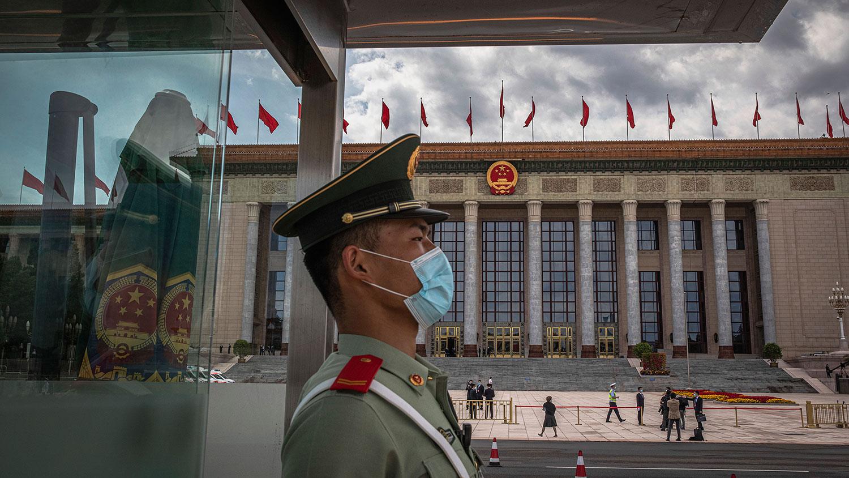 中国全国第13届政协及人大会议,将分别于本周四(4日)及周五在北京召开。北京有关当局启动安保措施,并动员数十万人值班巡逻,确保会议期间不发生重大事故。(美联社资料图片)